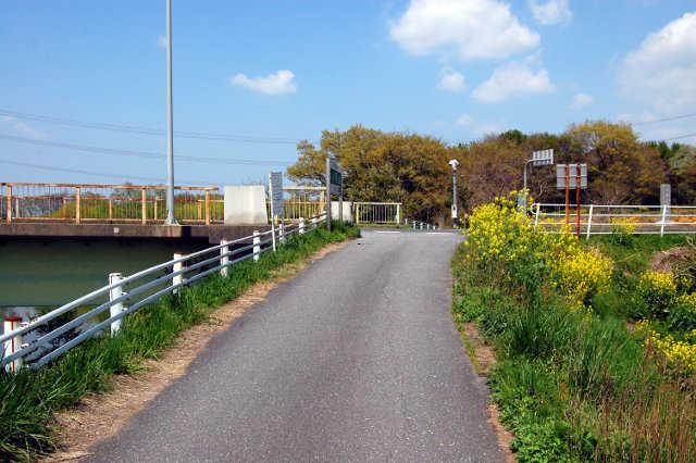 小貝川左岸。長峰橋前。ここを ...